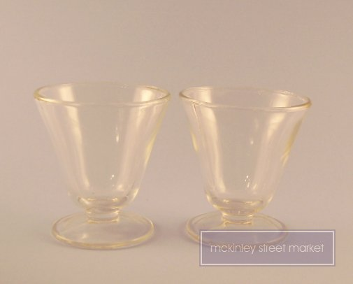 PAIR OF VINTAGE SUNDAE CUPS BOWLS CLEAR GLASS