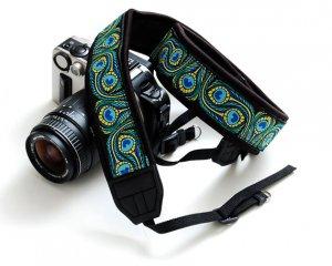 A camera strap for DSLR - Dancing Peacock