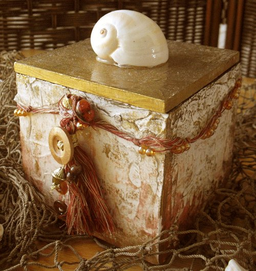 hand-made shell crafted small jewelry box