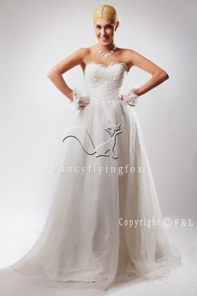 Sweetheart Luxurious Ball Gown Wedding Dress 25596