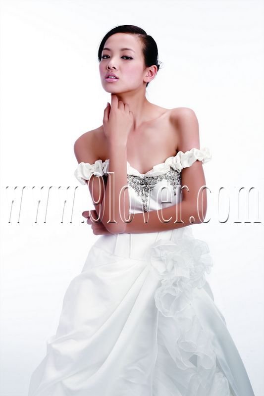 2011 off shoulder wedding dress fahion design elegant gown