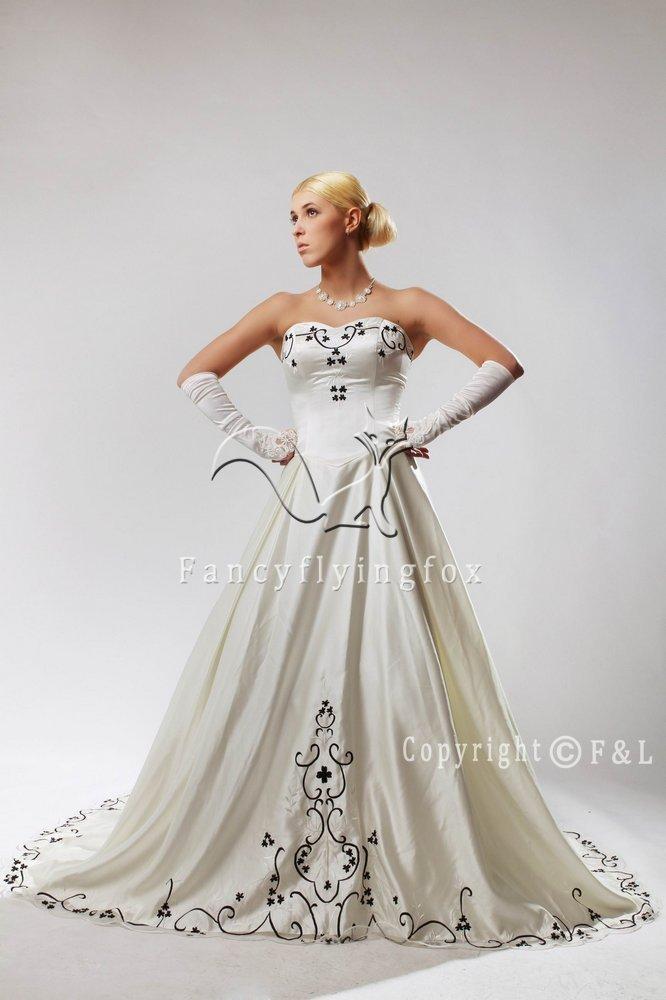 Black Embroidery Plus Size Wedding Dress 2229W