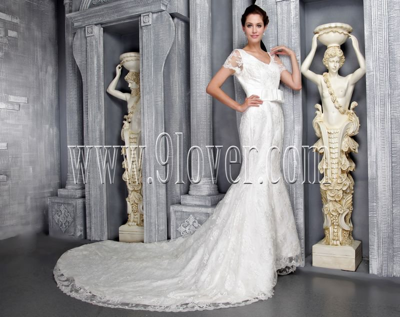 vintage short sleeves v-neck a-line floor length lace wedding dress with chapel train IMG-2499