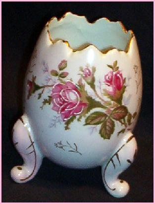 VINTAGE MADE IN JAPAN PORCELAIN EGG, MINT, EXQUISITE DETAILS PINK FLORAL PATTERN