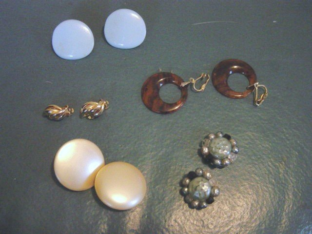 Five Pairs of Vintage Gold Tone Blue Amber Clip Earrings #00126