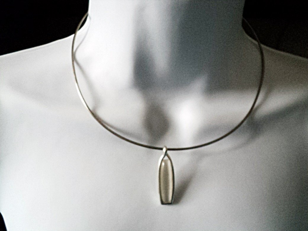 Silver Wire Choker with White Stone in Pendant Necklace #00062