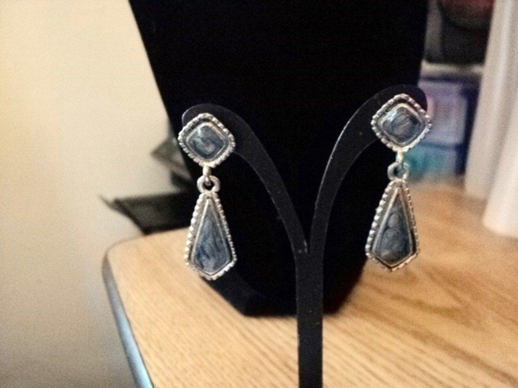 Silver Tone Teardrop Dangle Earrings Blue Stones #00139