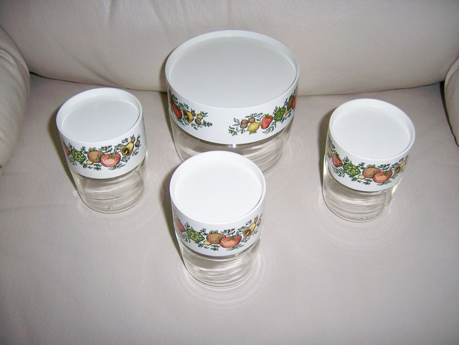 Pyrex Bowls Set Of Four W Seal Tight Covers