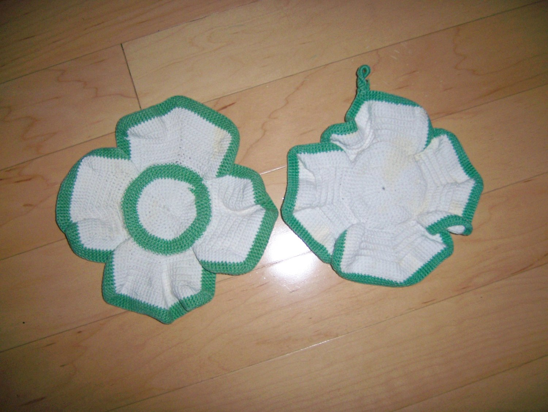 Set Of Two Pot Holders White/Green 4 Leaf Clover BNK197