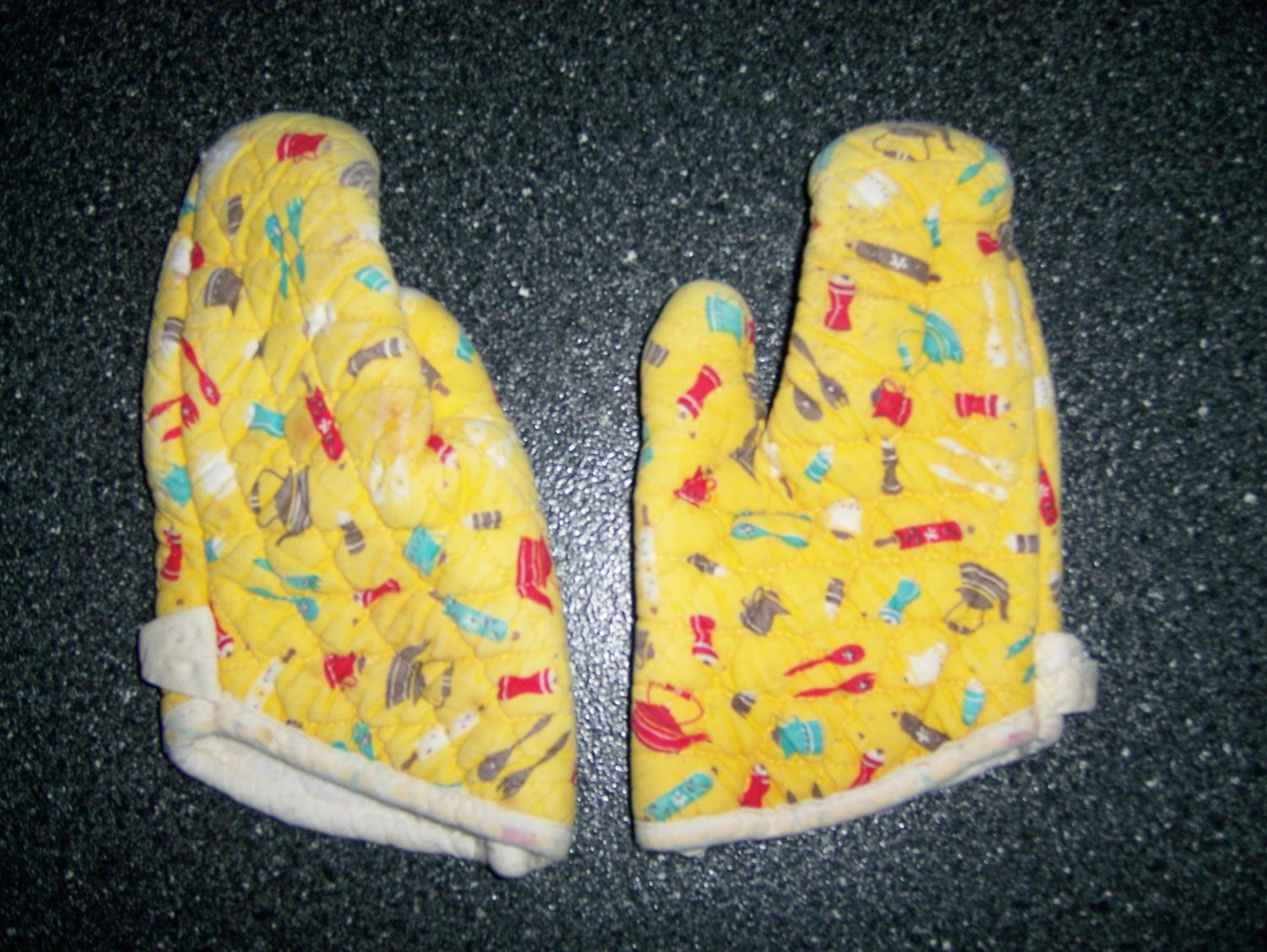 Set Of Two Pot Holder Mitts Size 5-6 BNK200