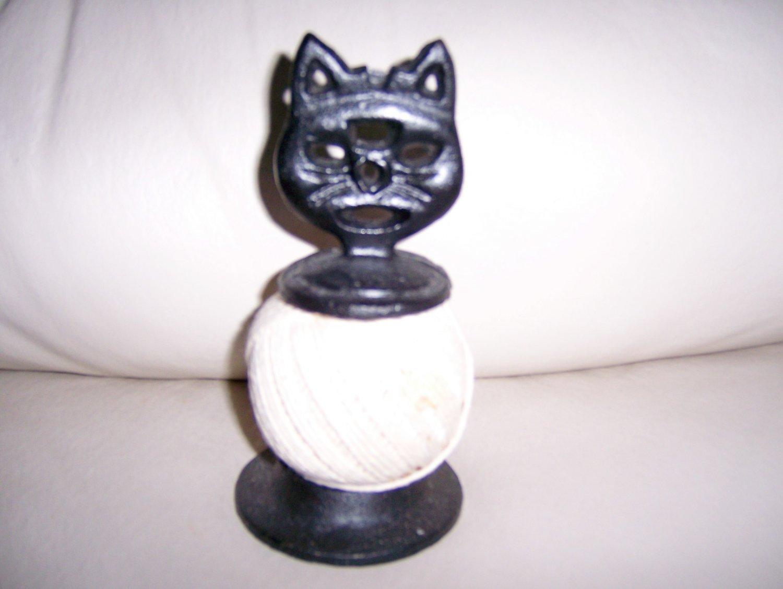 String Cord On Cat Holder BNK274