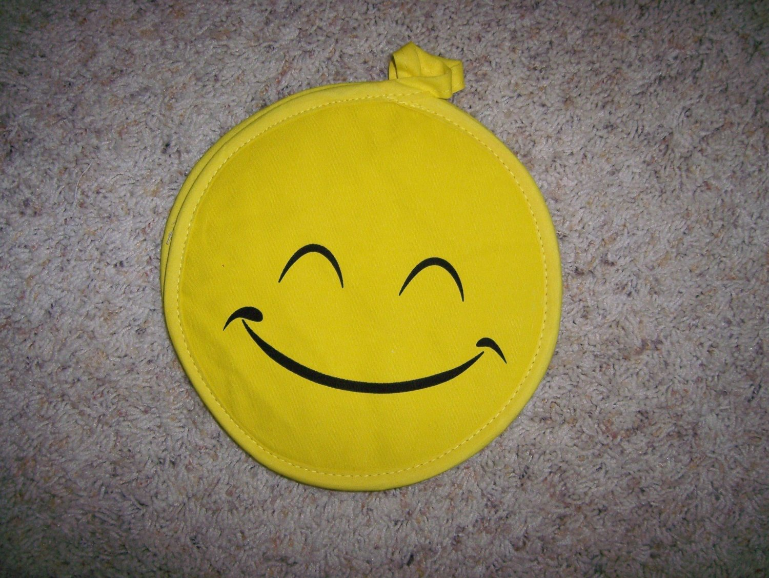 Pot Holders Pair Smiley Faces BNK605