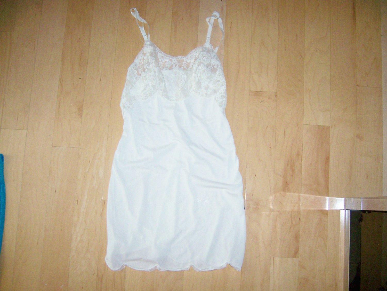 Ladies Slip Size 32 BNK619