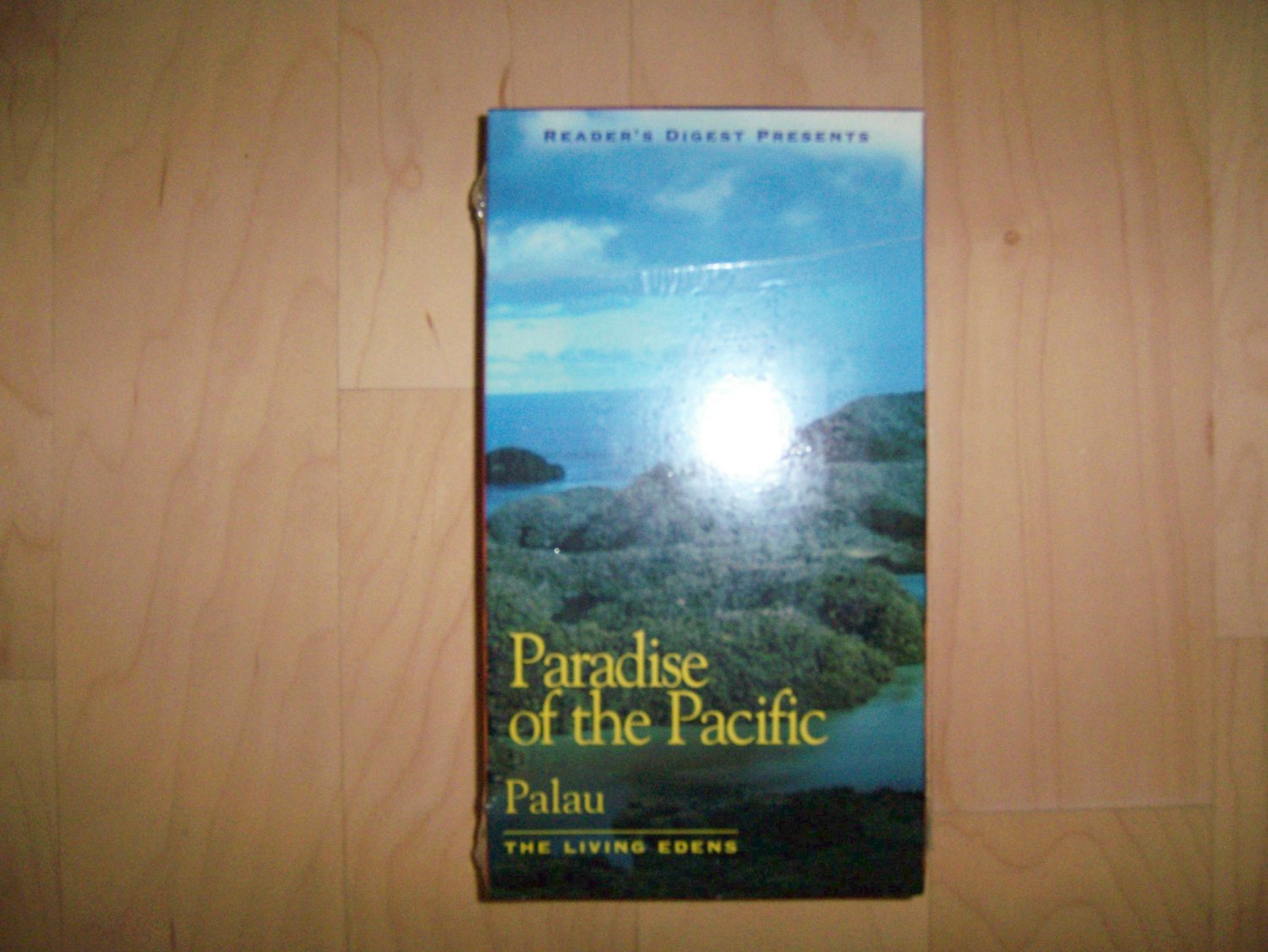 VHS Paradise Of The Pacific  Palau The Living Edens BNK811