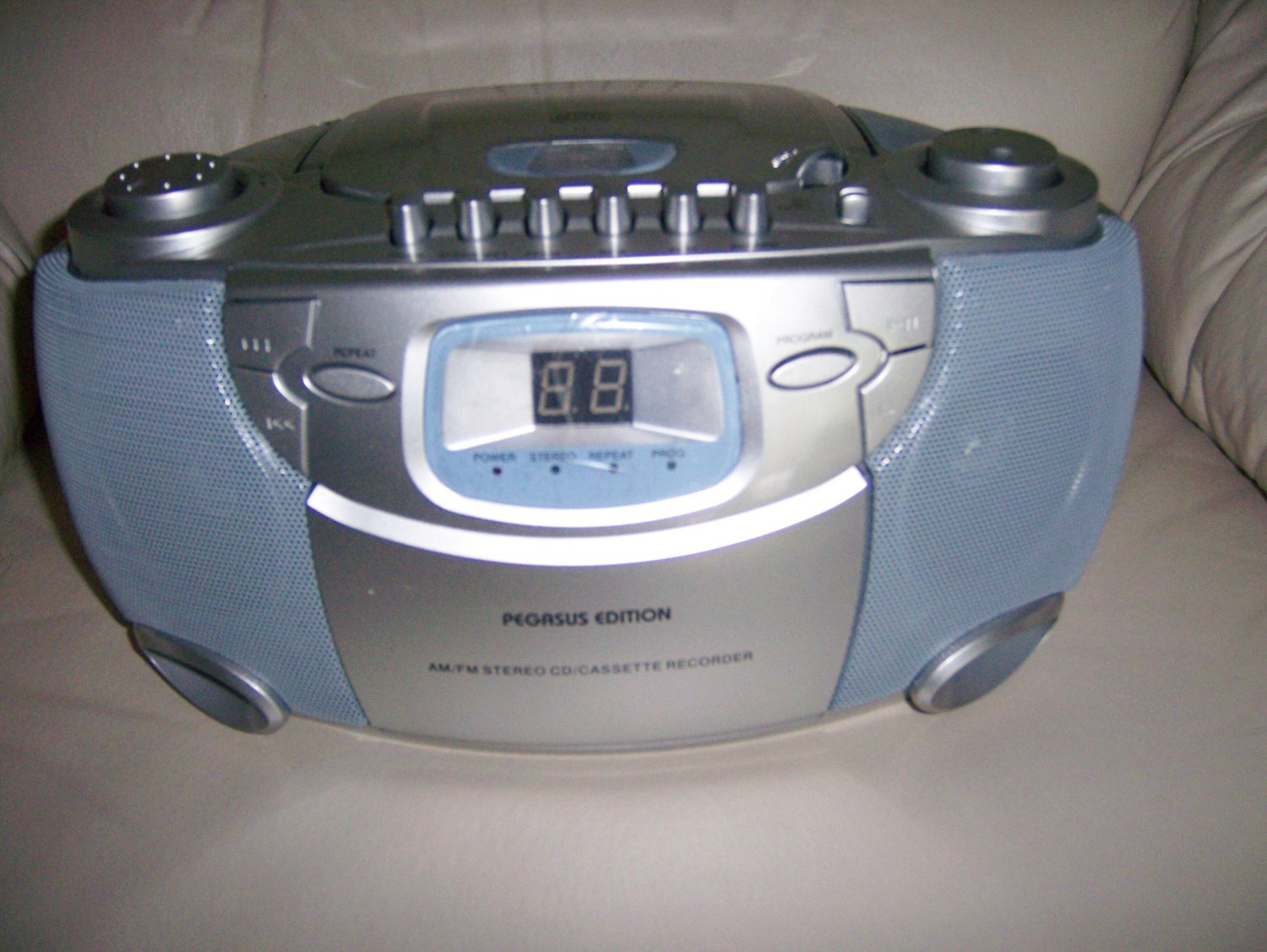 Portable CD And Stereo AM-FM Radio  BNK842