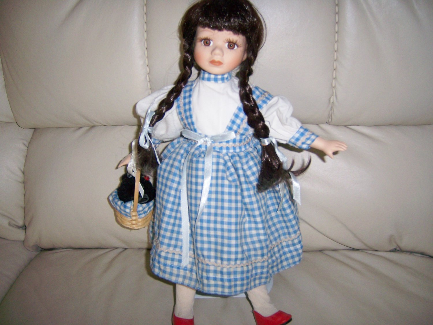 "Dorothy From Oz 15"" Doll  BNk845"