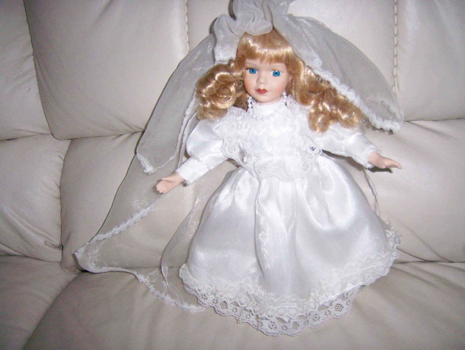 "Sharon Blond Bride 15""  Doll  BNK847"