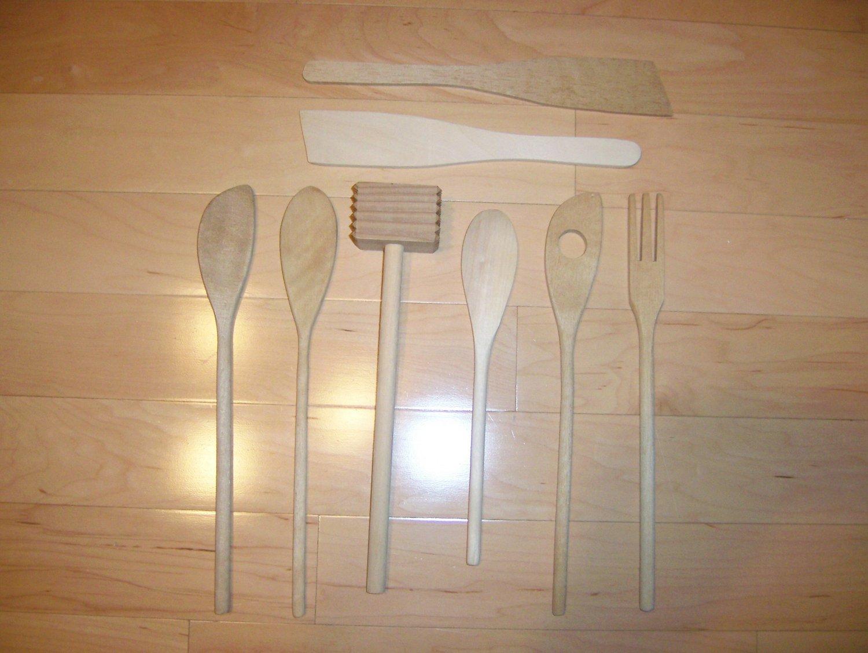 8 Pc Set Wood Utensils  BNK1161