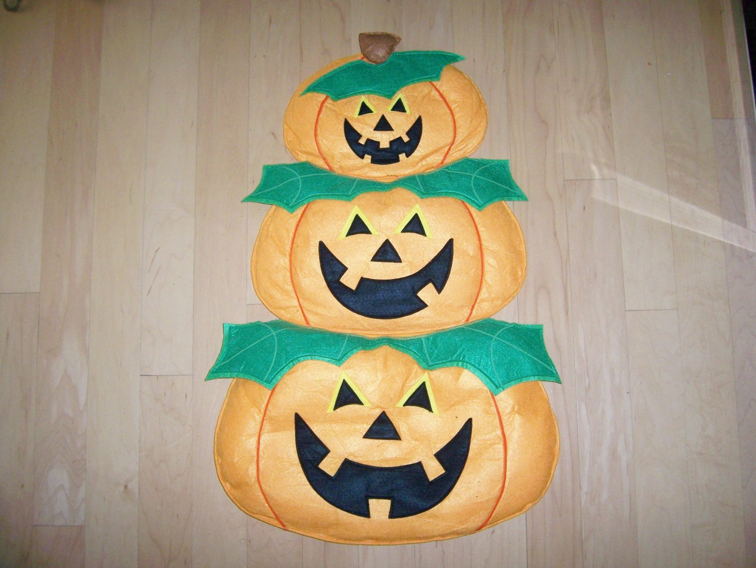 Three Attached Hanging Pupkins  BNK1538