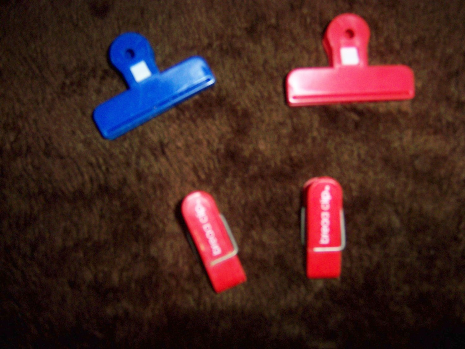 Clips To Close Items Or Hang On Fridg  BNK1595