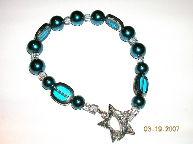 Gorgeous Bracelet. A Must Have. Swarovski Pearls, Swarovski Crystals, Unique Glass