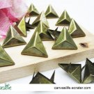 100Pcs 15mm Antique Bronze triangle STUDS