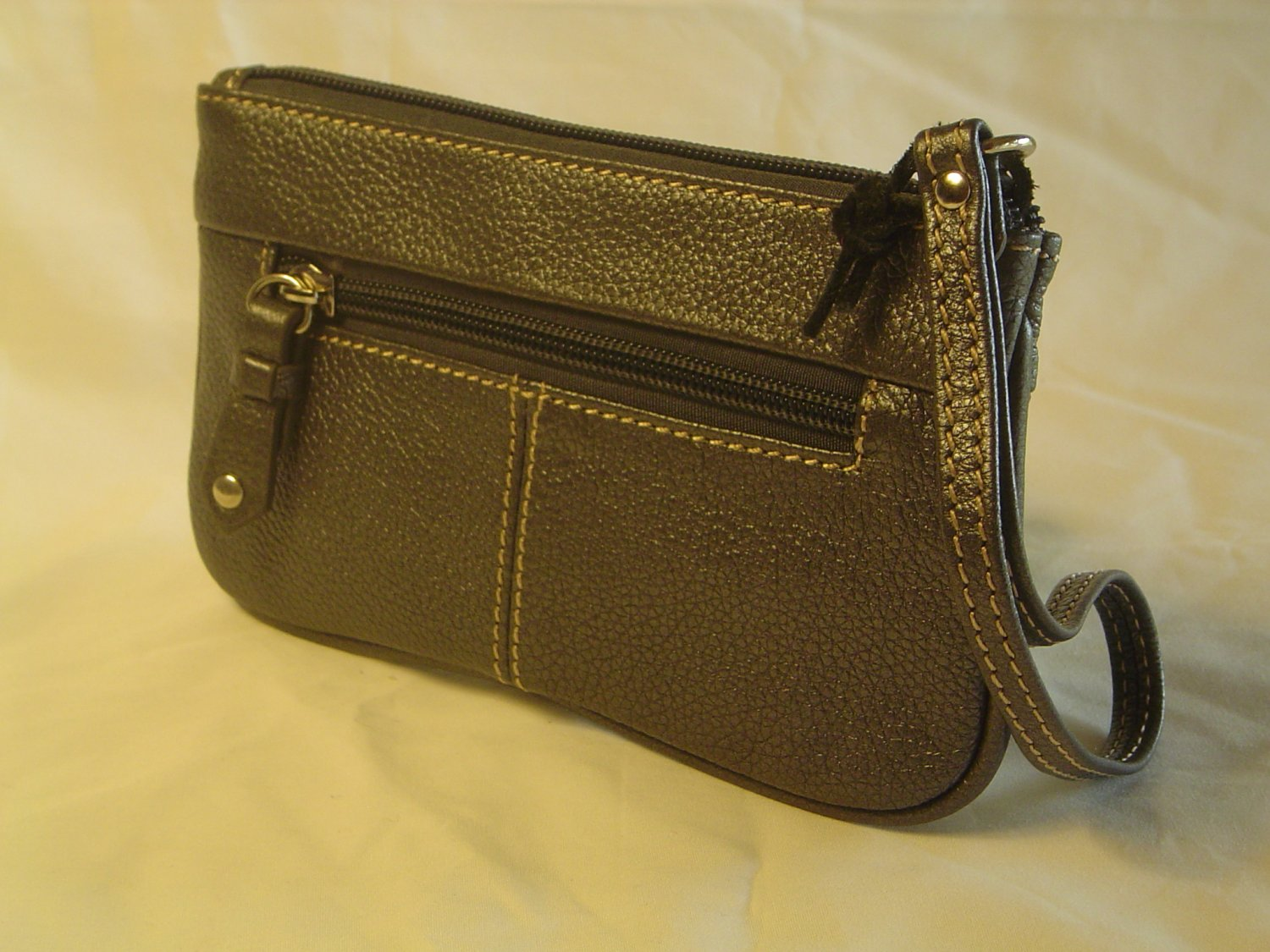 Women's Flat Pleated Wristlet