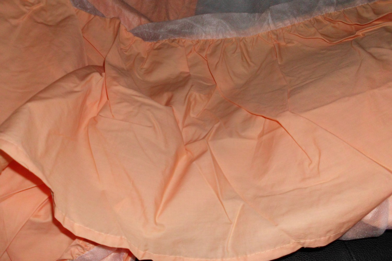 New QUEEN Scenario Bedskirt PEACH