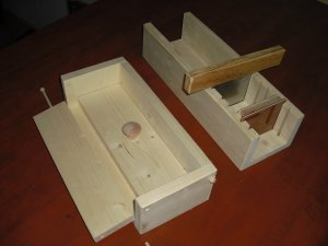 WOODEN SOAP MOLD 2 LB LOAF COLAPSABLE WITH CUTTER