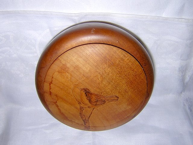 Myrtlewood box with bird on lid The Wooden Nickle Port Orford Oregon hc1035
