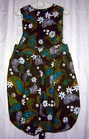 1960s Flower power daisy print cover all pinafore apron kettle cloth hc1160