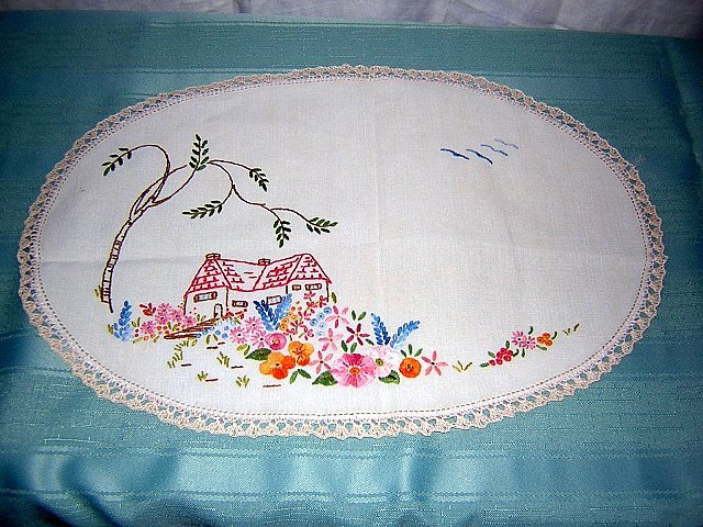 Embroidered linen table mat thatched cottage antique hc1174