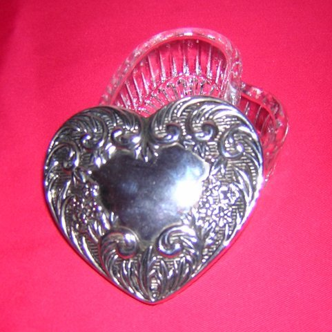 Heart shaped molded glass trinket box with silverplated lid hc1191