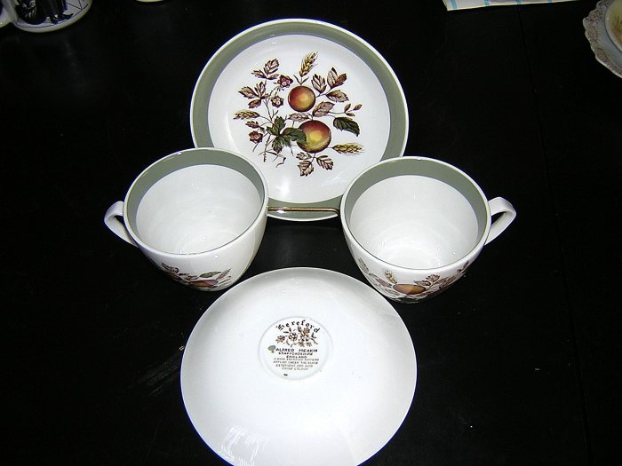2 Sets Alfred Meakin Staffordshire Hereford cup saucer unused hc1192