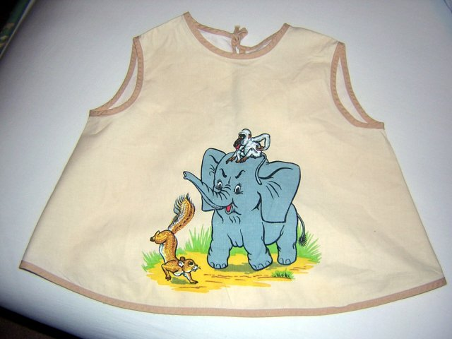 Dumbo vintage toddler's cover-up apron or bib fine condition hc1271