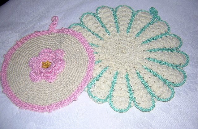 2 Hand crocheted vintage potholders Irish crochet hc1272