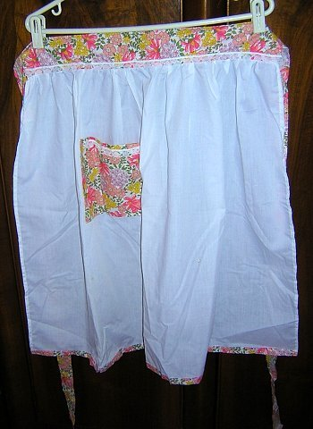 White handmade apron with chintz floral and lace trim hc1298