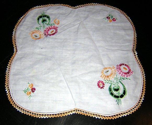 Embroidered cutwork crochet threadwork table mat vintage hc1299