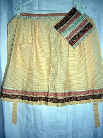Half apron w matching potholder check & print  vintage hc1369