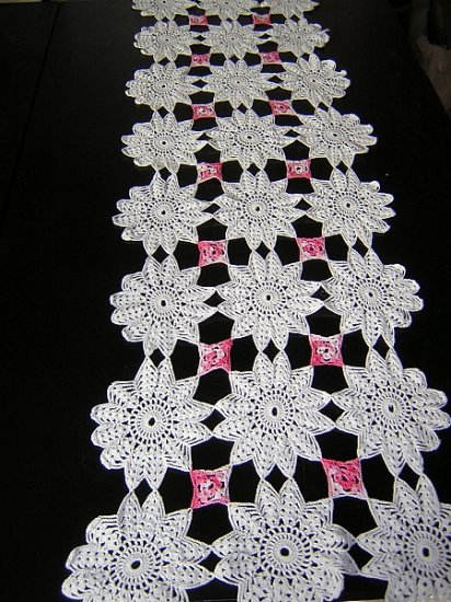 Antique hand crocheted table runner perfectly shabby hc1371