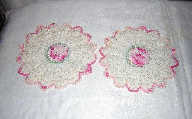 Pair of Irish crochet potholders white with varigated pink roses vintage hc1393