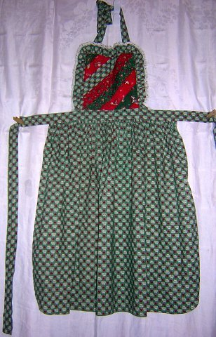 Christmas bib apron multi-print lace edged green red nice one hc1396
