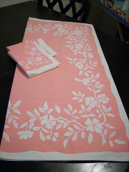 Luncheon tablecloth 2 napkins salmon pink white dogwood vintage linens hc1499