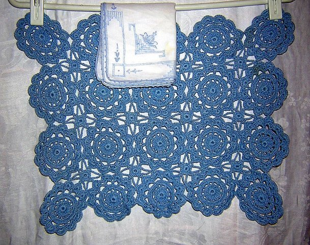 2 Hand crocheted place mats embroidered linen napkins vintage linens hc1514