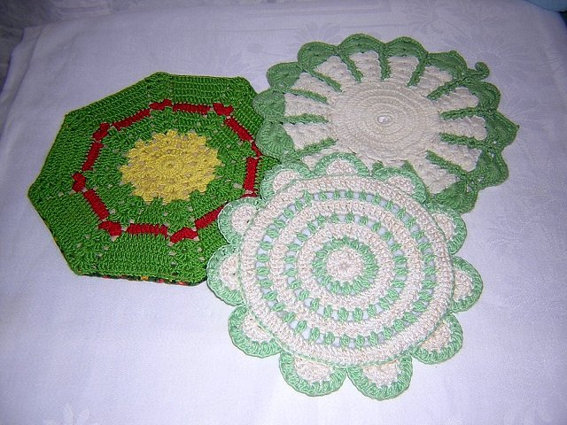Hand crocheted potholders hot pads excellent vintage hc1524