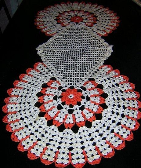 Hand crocheted table runner mats set very Art Deco hc1567
