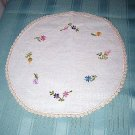 Embroidered linen round table mat tiny flowers crocheted border vintage hc1585