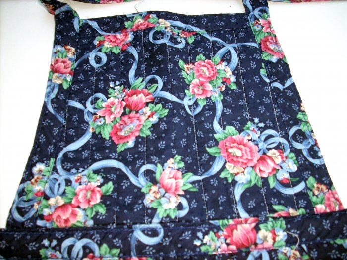 Bib apron posies and ribbons on dark blue cotton mint condition hc1610