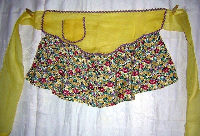 Yellow organdy and chintz print hostess apron rick-rack trim hc1615