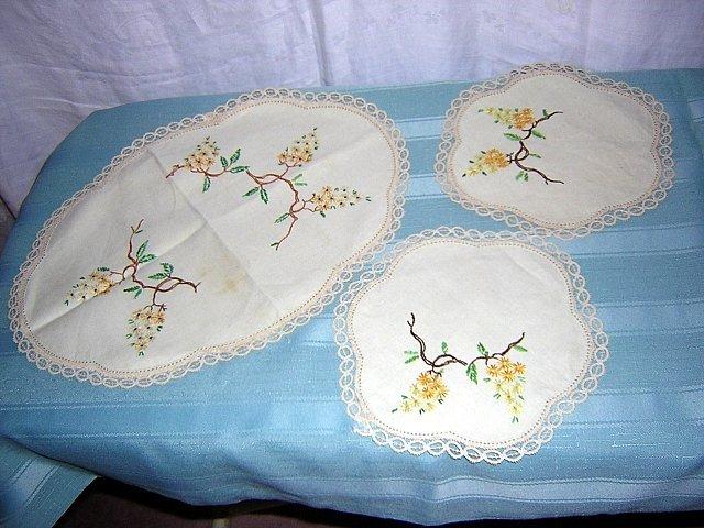 3 Piece set embroidered linen vanity or buffet mats antique hc1650